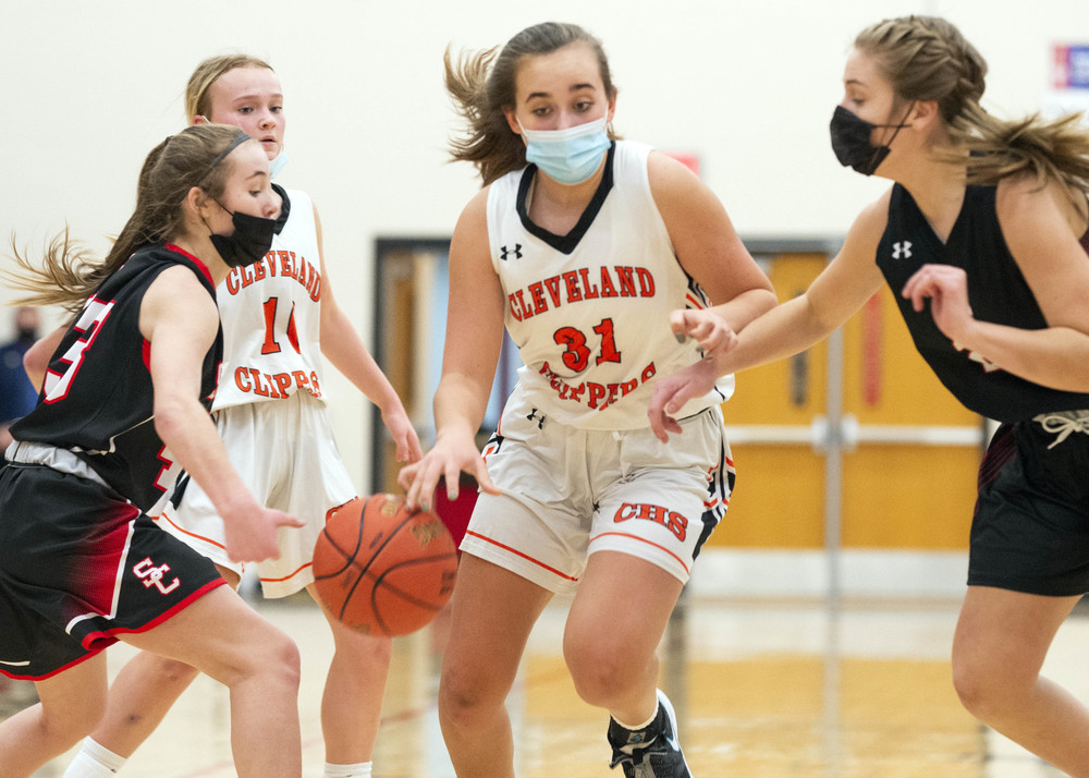 St. Clair upends Clipper B girls